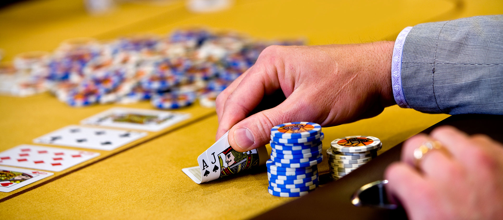 How You Can Win Clients And Also Affect Gross Sales With Online Poker